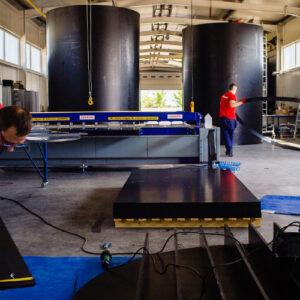 zbiorniki bezciśnieniowe do magazynowania materiałów niebezpiecznych wykonane z odpornego tworzywa