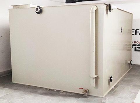 przeciwpozarowy-zbiornik-na-wode-wewnetrzny-naziemny-z-plyt-tworzywa-multipower-w-budynku-biurowym