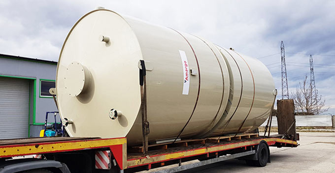 zbiorniki-procesowe-technologiczne-z-tworzywa-odpornego-chemicznie-sprzedaz-amargotwinn-dla-przemyslu