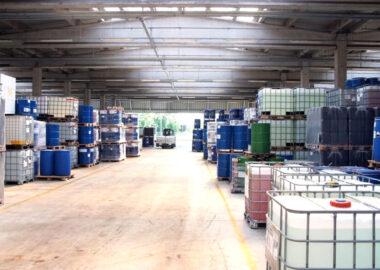 Zmiana sposobu przechowywania chemikaliów w mauzerach IBC 1000 litrów na zbiorniki magazynowe – kiedy to się opłaca?