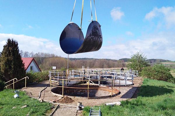 wyłożenie dna osadnika zbiornika wykładzina odporna chemicznie z tworzywa montaż na miejscu